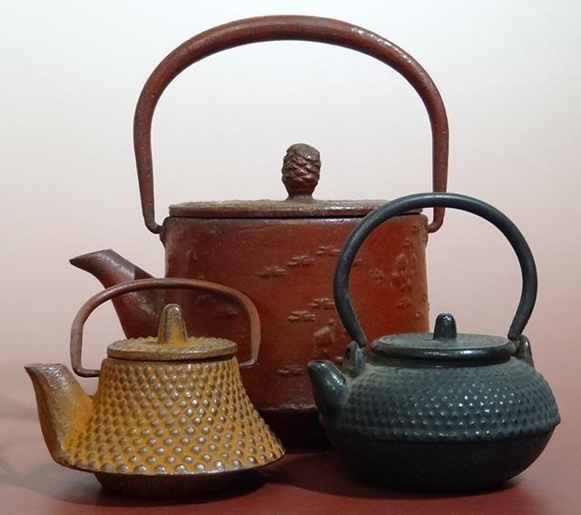 東京都武蔵野市で、南部鉄器の豆鉄瓶をお譲り頂きました。