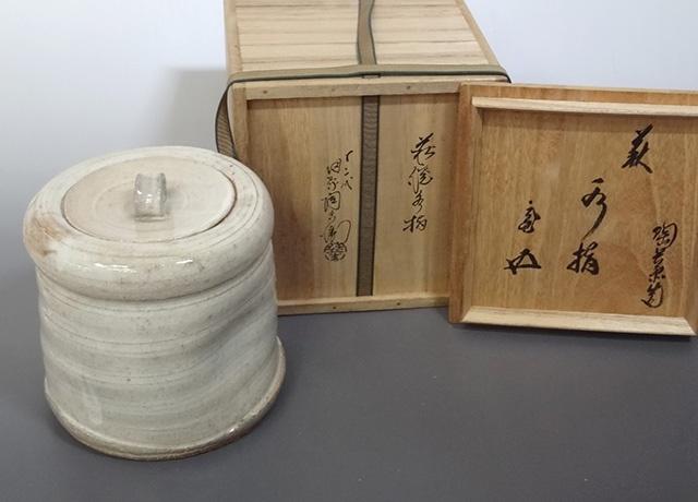 東京都台東区にて、十二代田原陶兵衛造 深川萩 水指をお譲りいただきました
