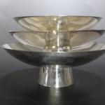 東京都千代田区神田にて、三ツ組の純銀杯をお譲りいただきました。