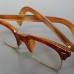 東京都江東区で、本べっ甲と18金製の古い眼鏡をお譲りいただきました。